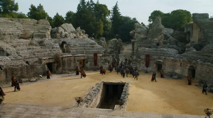 Entrada del Anfiteatro de Italica representando a Pozo Dragón en Juego de tronos - Los viajes de Margalliver